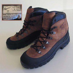 new DANNER brown Gore-Tex combat hiking boots 9 US
